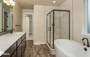 The Grand Oak- Master Bathroom